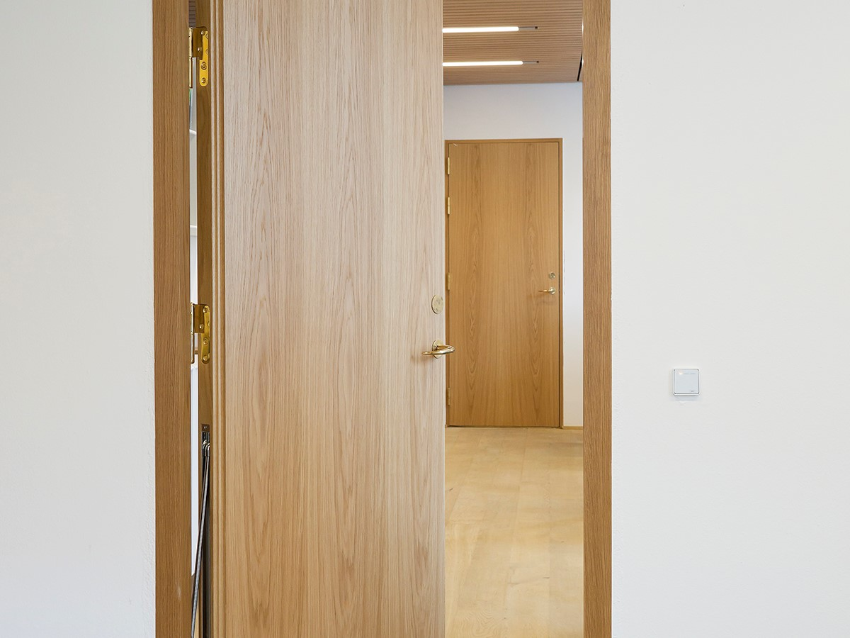 Indvendige døre af eg i moderne design. | Internal doors made from oak in a modern design.