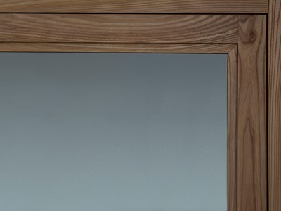 Nordic Forest Selection af eg med fylding af glas. | Nordic Forest Selection made from oak with panel made from glass.